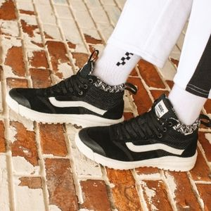 NWT Vans Ultrarange All Weather Sneaker Boots